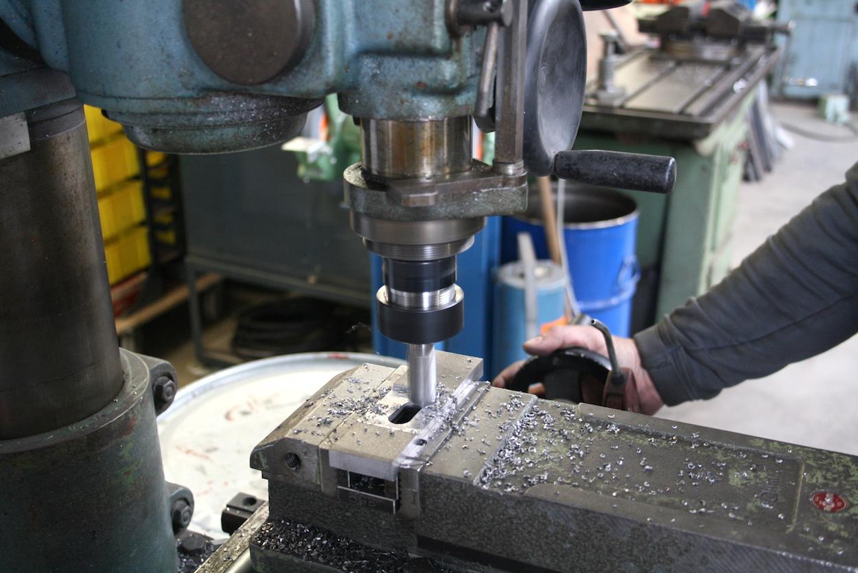 Metallbearbeitung mit Profiwerkzeug bei Metallbau Schlosserei T. Heyny